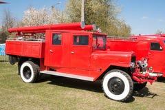 Klassisk brandlastbil för gammal tappning royaltyfria foton