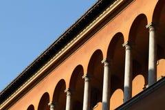 Klassisk byggnadsfasad i Rome Royaltyfri Fotografi