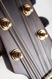 Klassisk closeup för akustisk gitarr Arkivbilder