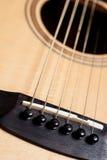 Klassisk closeup för akustisk gitarr Arkivfoto