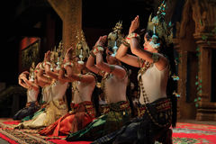 Klassisk dans för en khmer i Cambodja Arkivbilder