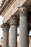 Klassisk doric stilkolonn Arkivbilder