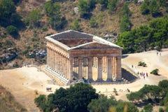 Klassisk dorisk grekisk tempel på Segesta, Sicilien royaltyfri fotografi