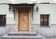 Klassisk fasad med moment Royaltyfria Bilder