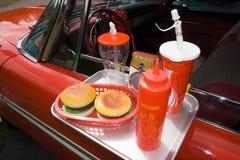 klassisk fastfoodred för bil arkivfoto
