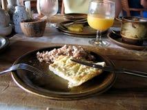 Klassisk frukost på det maldiviska hotellet royaltyfri foto