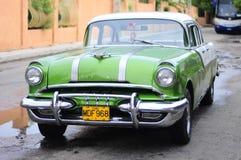 Klassisk gammal amerikansk bil på gatan av Varadero Royaltyfri Foto