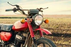 Klassisk gammal motorcykel. Royaltyfri Bild