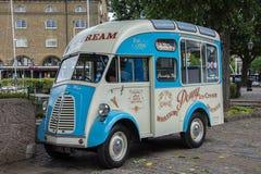 Klassisk glassskåpbil Royaltyfri Bild