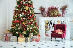 Klassisk inrebakgrund för vit jul Arkivfoton
