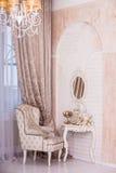 Klassisk inredesign av vardagsrum Royaltyfri Bild