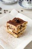 Klassisk italiensk kaka för Tiramisuefterrätt royaltyfri fotografi