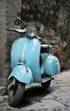 klassisk italiensk sparkcykel Arkivbild