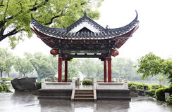 Klassisk kinesisk paviljong i Guilin Royaltyfri Foto