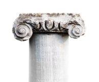 Klassisk kolonn för forntida sten på vit bakgrund Arkivfoto