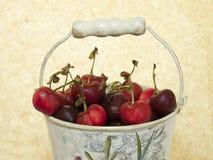Klassisk kub med körsbäret Royaltyfria Bilder
