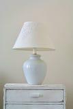 Klassisk lampa på skänken Royaltyfri Fotografi