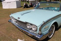 Klassisk lyxig amerikansk bil Arkivfoto