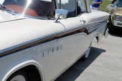 Klassisk lyxig amerikansk bilsidodetalj Arkivbild