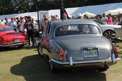 Klassisk lyxig bilkörning Royaltyfria Bilder