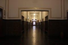 Klassisk musemkorridor Arkivbild