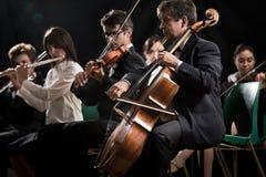 Klassisk musikkonsert: symfoniorkester på etapp Arkivbilder