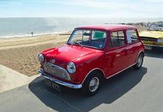 Klassisk röd Austin Mini motorisk bil Arkivfoton