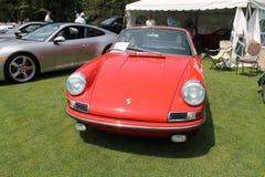 Klassisk röd Porsche sportbil royaltyfri bild