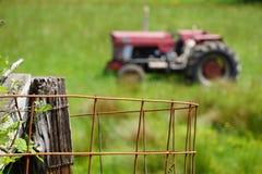 Klassisk röd traktor Royaltyfri Foto