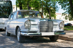 Klassisk retro bil Mercedes-Benz Royaltyfria Foton