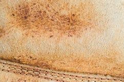 Klassisk retro tappningstil med den gamla delen av den gamla läderskon för bakgrund Royaltyfria Bilder