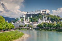 Klassisk sikt av Salzburg i sommar, Salzburger land, Österrike fotografering för bildbyråer