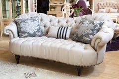Klassisk soffa arkivbild