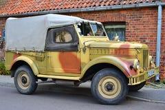 Klassisk sovjetisk bil GAZ-69 royaltyfria bilder