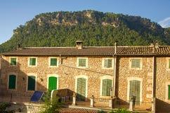 Klassisk spansk villa, medelhavs- husyttersida Arkivfoton