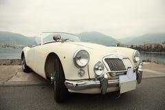klassisk sportwhite för bil Royaltyfria Bilder