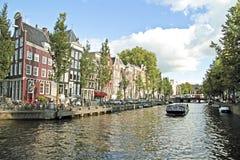 Klassisk stad som är scenisk från Amsterdam Nederländerna Arkivbilder