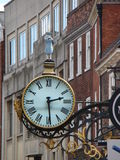 Klassisk stor klocka på gatan Arkivfoton