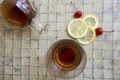 Klassisk sur coctail för whisky Arkivfoto