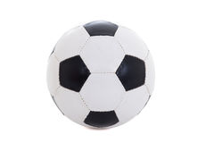 Klassisk svartvit läderfotbollboll som isoleras på vit Royaltyfri Bild