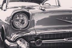 Klassisk svartvit tappningbil Royaltyfria Bilder
