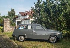 Klassisk svensk bil Saab 95 parkerade 2AT Arkivbilder