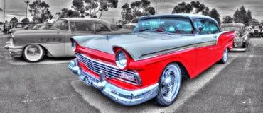 Klassisk 50-talamerikan Ford Fairlane Royaltyfri Bild