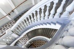 Klassisk trappa med balusters Arkivfoto