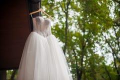 Klassisk vit gifta sig kappa royaltyfria bilder