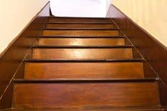 Klassisk wood trappa royaltyfri foto
