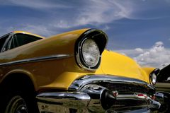 klassisk yellow för bil Arkivfoto