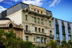 Klassiska Barcelona lägenheter royaltyfri fotografi