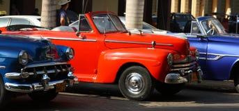Klassiska bilar, havannacigarr Royaltyfria Foton