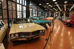 Klassiska bilar i det Koc museet Arkivfoton